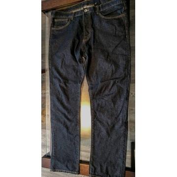 Świetne duże  czarne jeansy