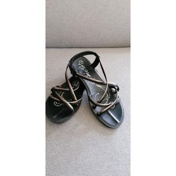 Sandały dziewczęce CCC 33