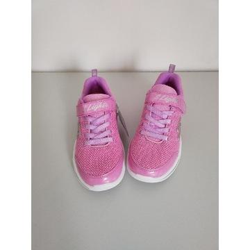 Buty dziecięce świecące się przy chodzeniu
