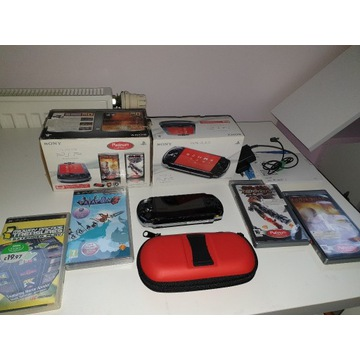 PSP Slim 3004 - BARDZO DOBRY STAN - Zestaw + 4 GRY