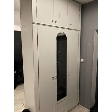 Dwie szafy i komoda