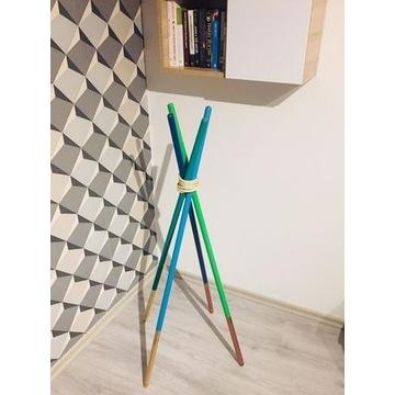 Nowoczesny wieszak -drewno, kolory-design