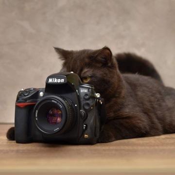 Nikon D700 FX +Grip Nikkor 50 mm 1.8D 2bat 2CF
