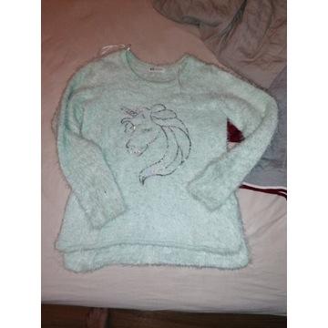 MIlutki sweter z jednorożcem