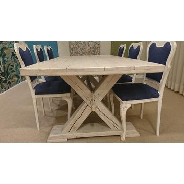 Stół ze starego drewna.
