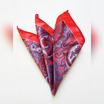 Czerwona poszetka w orientalny wzór