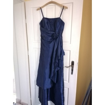 Długa granatowa suknia