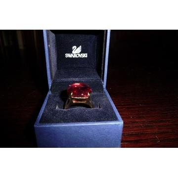 Swarovski oryg. pierścionek czerwony kryształ nowy