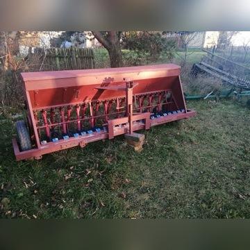 Siewnik traktorowy