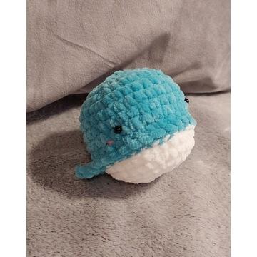 Pluszowy wieloryb na szydełku