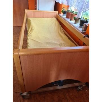 Łóżko dla osoby leżącej.