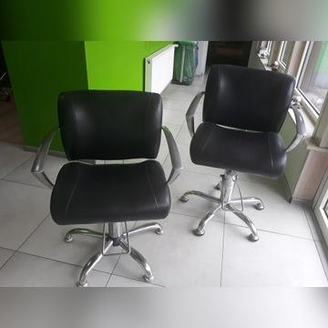 Dwa fotele fryzjerskie
