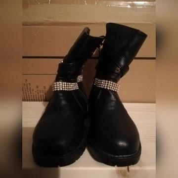 Zimowe buty z cekinami dla dziewczynki rozmiar 26