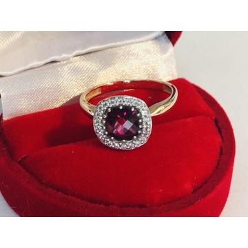 Wyjątkowy pierścionek z czerwonym topazem