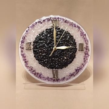 Zegar ścienny ze szlachetnymi kamieniami