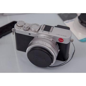 Leica D-Lux 7 + grip