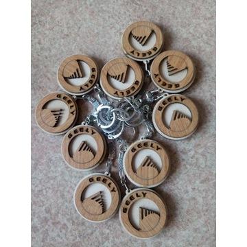 Drewniany brelok do kluczy z logo GELLY