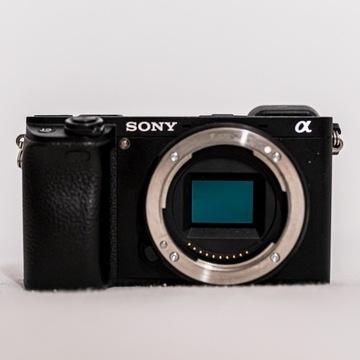 Sony A6300 + adapter nikon F + 5 aku. FAKTURA