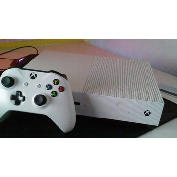 XBOX ONE S + PAD I KABLE.