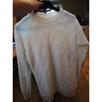 Biały swetr