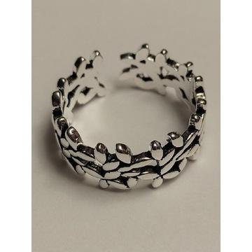 srebrny pierścionek licytacja, regulowana wielkość