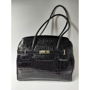 Elegancka torebka na ramię lakierowana czarna