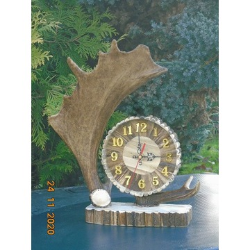 Zegar z poroża  -  / poroże,rogi,zrzuty,parostki /