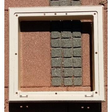 Ramka okna przyczepy kempingowej