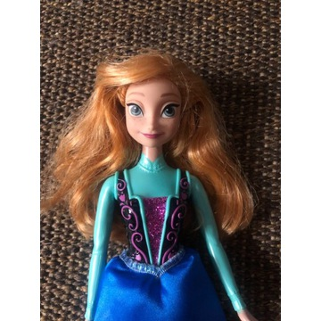 Oryginalna lalka Mattel, Anna z Krainy Lodu