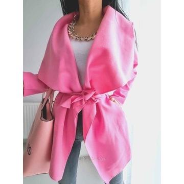 Szlafrokowy płaszcz z szerokim paskiem, róż