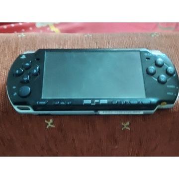 Konsola PSP + ładowarka + 5 gier