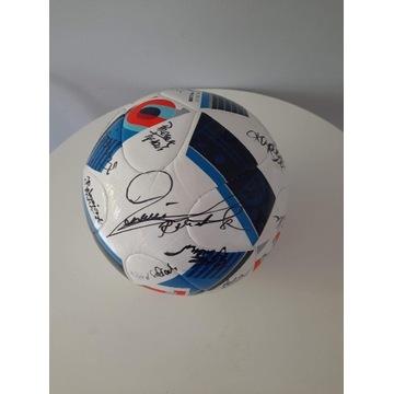 Piłka nożna z autografami reprezentacji Polski