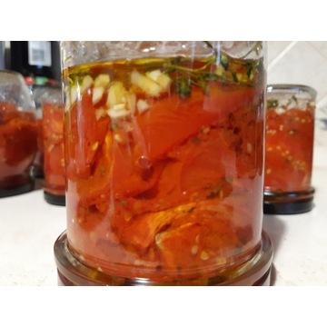 pomidory zapiekane , w oliwie z oliwek , w słoiku