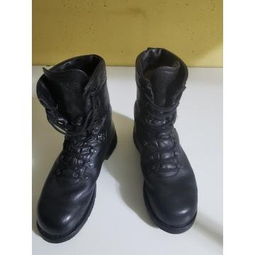 Motocyklowa kurtka spodnie buty rękawiczki kaski