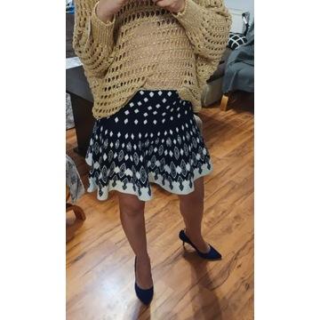 Spódnica sweterkowa rozkloszowana mini