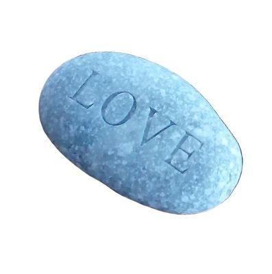 камень с надписью LOVE девушки мальчика подарок