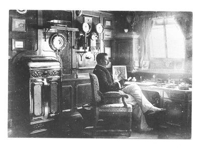 П / я. - Император Вильгельм II в кабине своего корабля