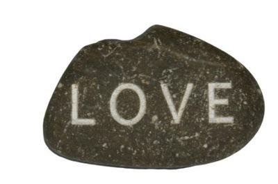 камень с надписью LOVE николая подарок для градирни..