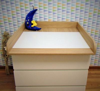 Prebaľovací stôl na bielizník MALM dub bejcowany na bielom
