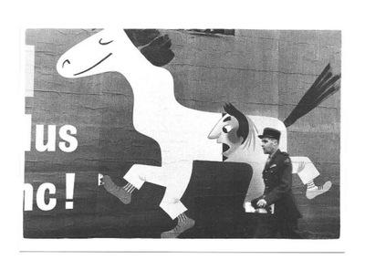 Открытка- французский жандарм и легкий лошадь / Париж