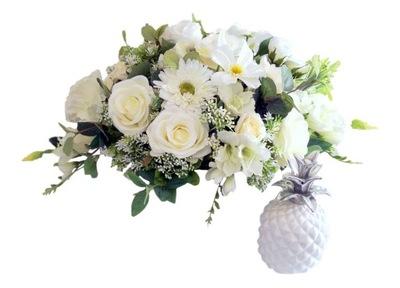 biała dekoracja kwiatowa