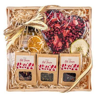 Корзина с подарками, чаем и шоколадом подарок