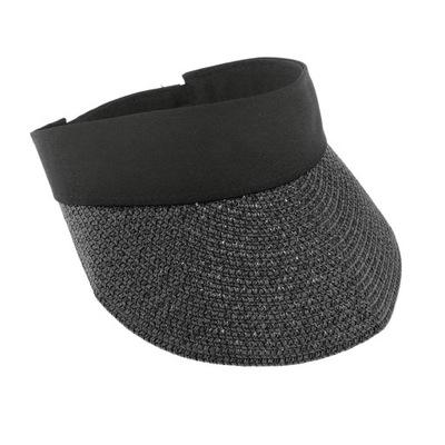 Słomkowy kapelusz z szerokim rondem