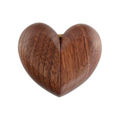 Eleganckie drewniane pudełko serce na pierścionek
