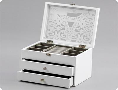 Biała szkatułka prezent na święta dla kobiety