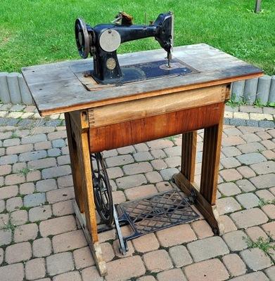 Stara zabytkowa maszyna do szycia PFAFF 150 stolik
