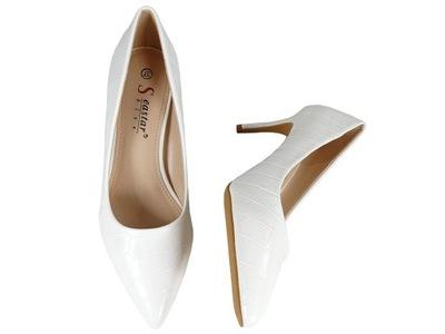 Białe niskie szpilki buty ślubne lakierowane 39