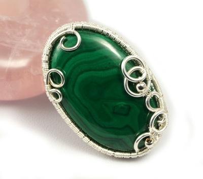 Malachit, srebrna broszka z malachitem zielonym