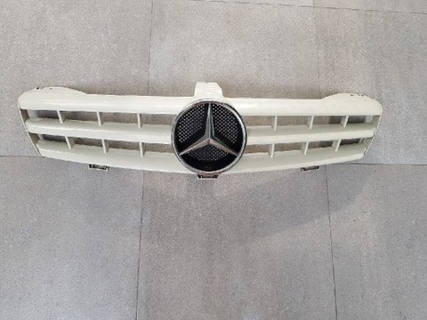 MERCEDES CLS W219 GRILL, РЕШЕТКА БАМПЕРА 2004-2010