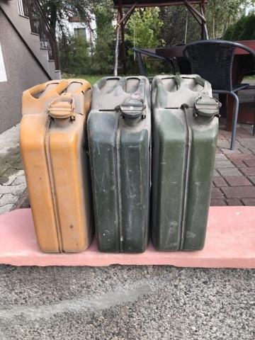Trzy kanistry 20 litrów